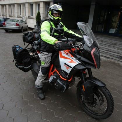 Българин тръгва с мотор по Пътя на коприната
