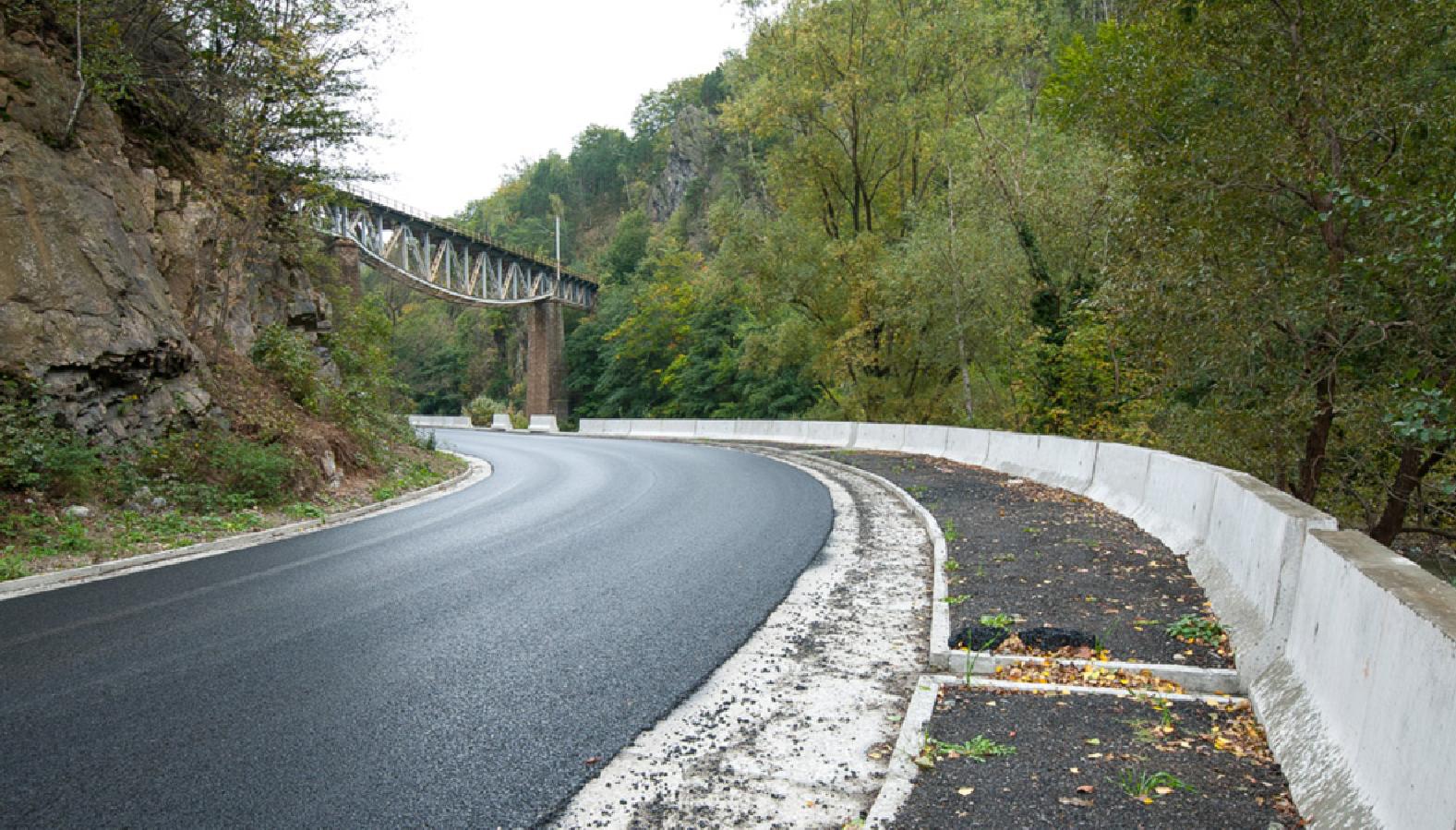 Реконструкцията на пътя през дефилето на река Жиу - DN66 е към своя край
