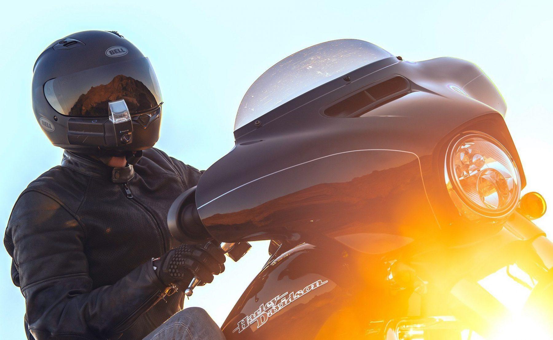 Бъдещият стандарт при мотоциклетните навигации: Nuviz HUD (Видео)