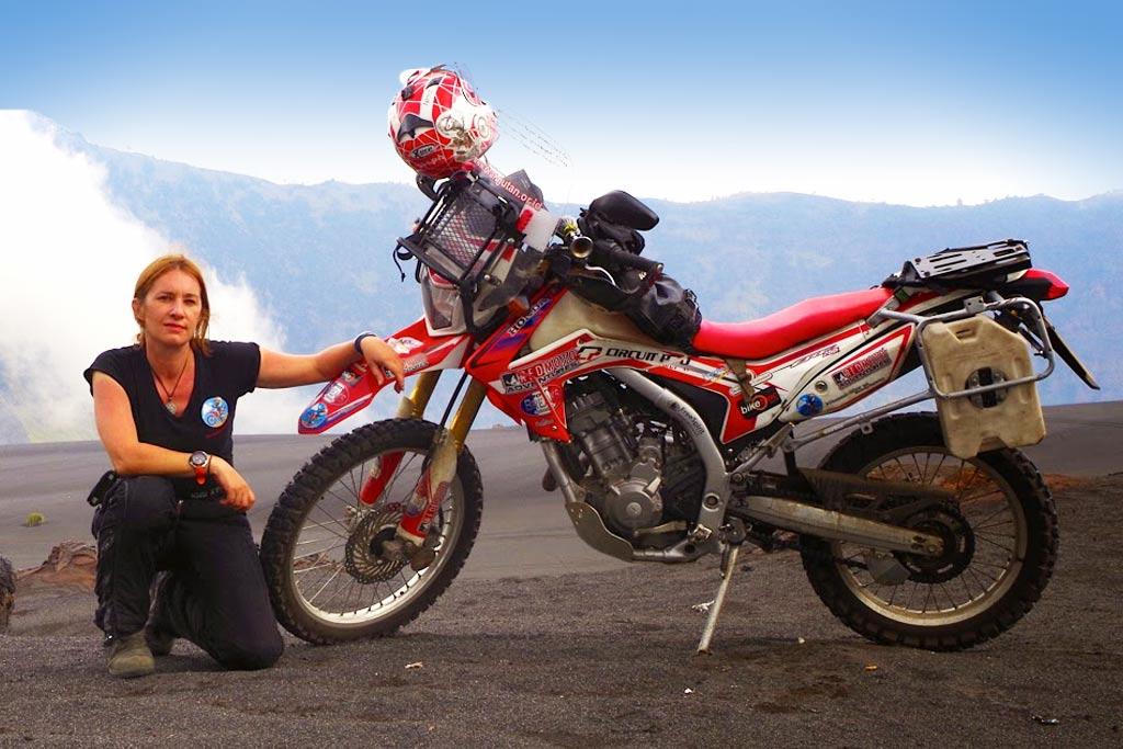 15 жени, които обикалят света с мотоциклет сами: 04 – Стеф Джийвънс