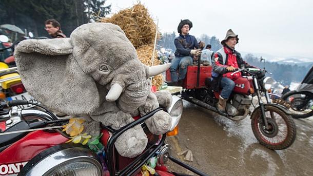 fast-4000-biker-sind-zum-traditionellen-elefantentreffen-gekommen-trotz-regen-schnee-und-schlamm