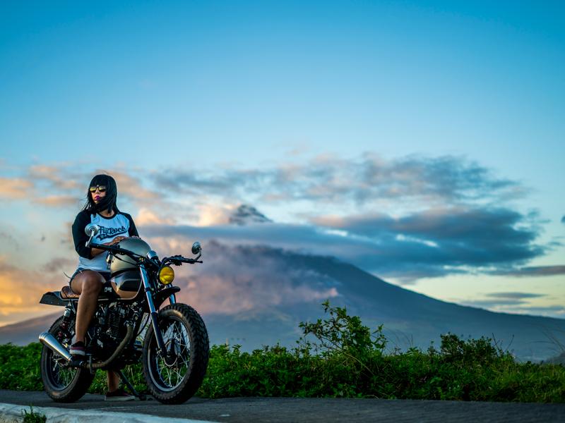 Вулканите и мотоциклетите – най-сигурното бягство или най-зрелищните снимки (Галерия)