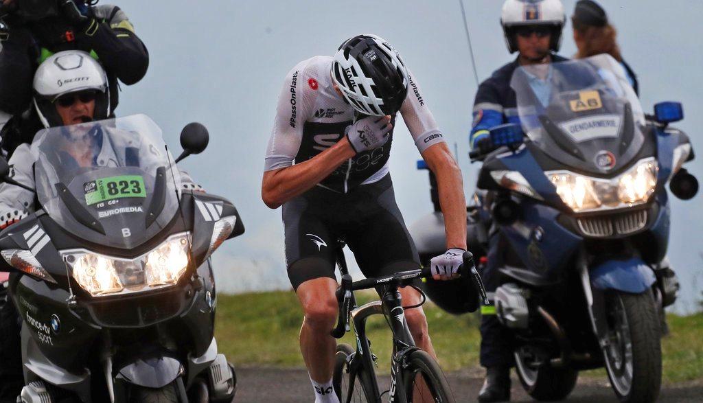 Col du Tourmalet (Pass) 2115 е последният проход, затворен заради Тур дьо Франс. Керванът напусна Пиренеите и Алпите