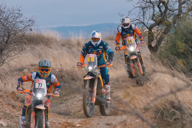 Отборът на KTM представи шампионите си преди Дакар 2019 (видео)