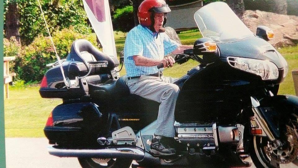 Дядо на 100 г. продължава да кара мотоциклета си - каква е тайната