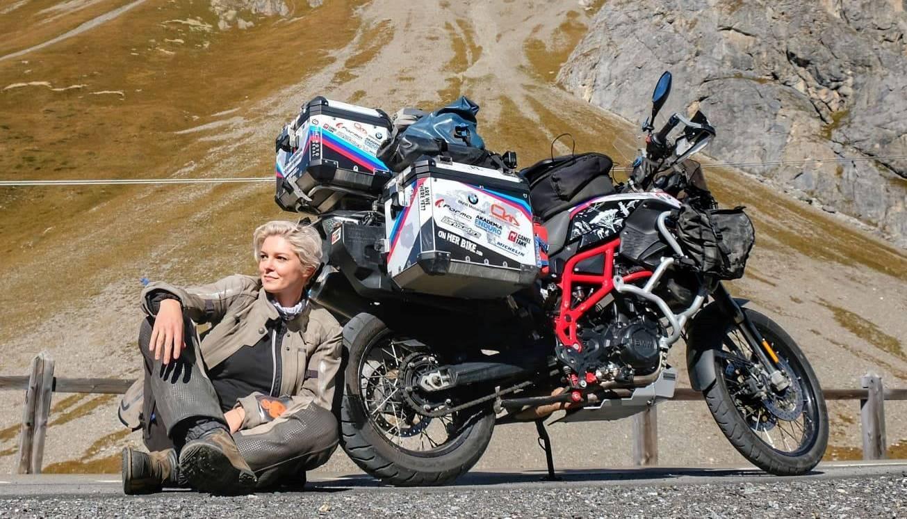 15 жени, които обикалят света с мотоциклет сами: 09 – Кинга Танайевска