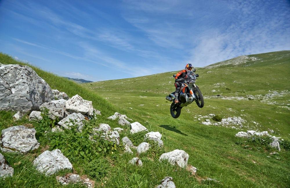 КТМ стигат още по-далеч с Adventure R. Пускат му Rally версия