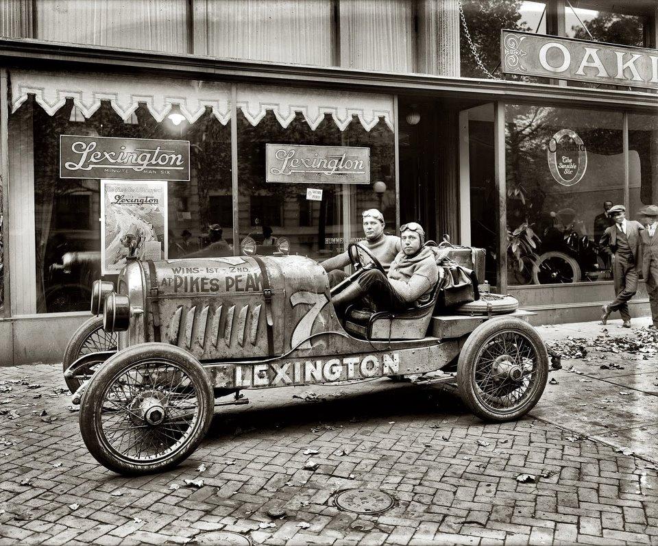 1920. Behind the wheel is Otto Loesche