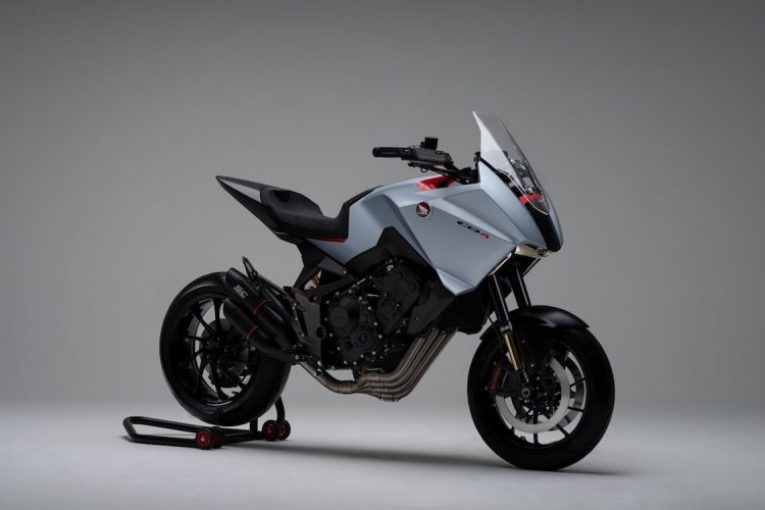 Honda представи агресивния спорт турър CB4X CONCEPT