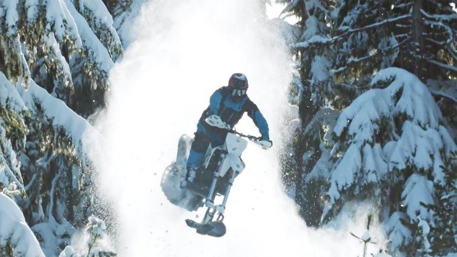 Photo of Дарън Береклот в изумително видео със зимна кросарка-снегоход (Видео)