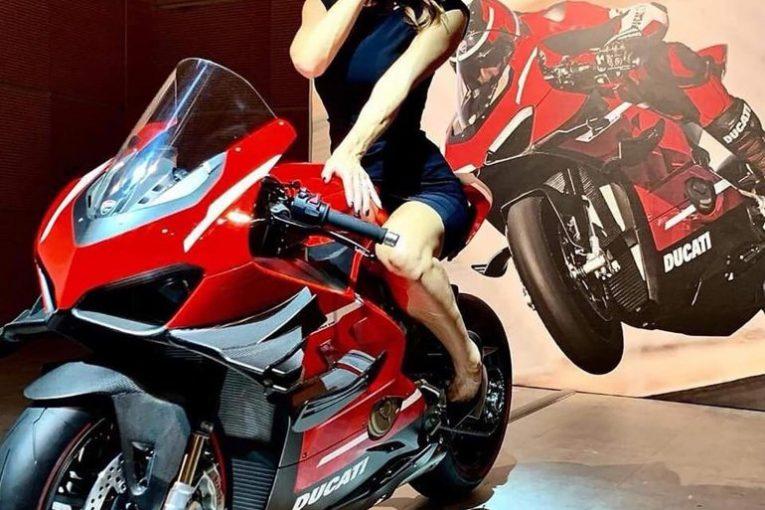 Ducati Superleggera V4 си показа крилата