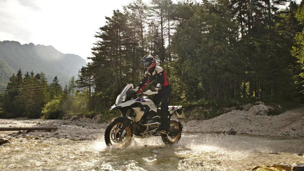 Мотоциклети под… наем от Europcar