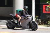 Западен свят III: Долорес кара автономен ел. мотоциклет в новите серии