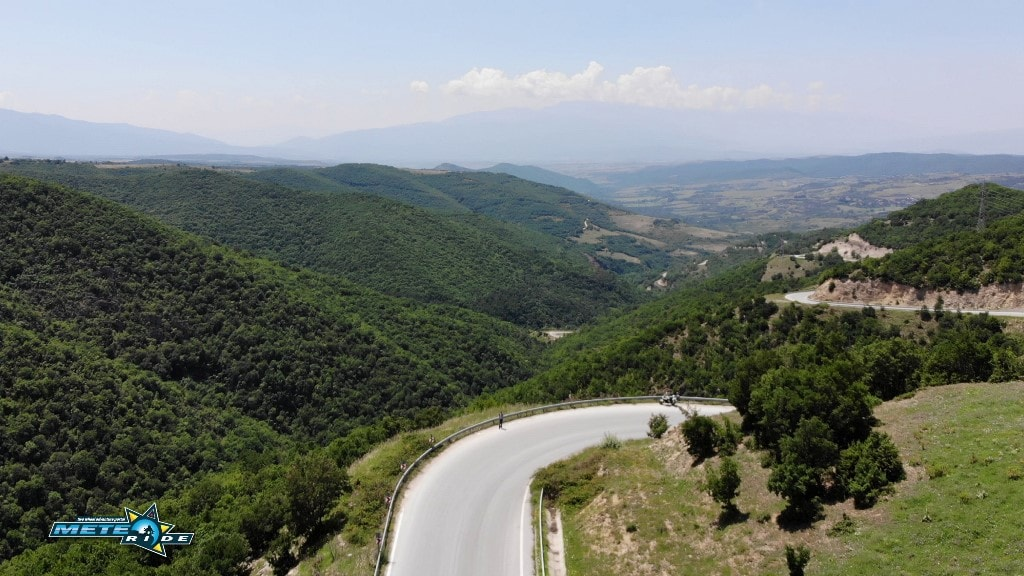 Проходът Попови ливади - Popovi Livadi Pass: Шосе 198