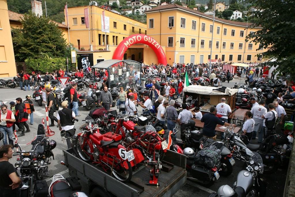 Една от класическите мотоциклетни фабрики ще има нова визия