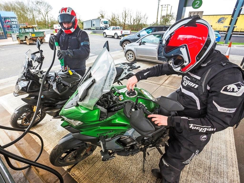 Великобритания не включва мотоциклетите в бензиновата забраната от 2030